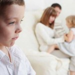 Μήπως το Παιδί σας Ζηλεύει το Αδελφάκι του;