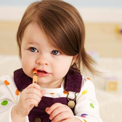 Τρόποι να μη Βάζει το Μωρό σας τα Πάντα στο Στόμα του