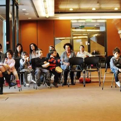gia-mamades.gr-photo- goneis- nea - kyriakatika programmata sto megaro mousikhs Brahms_drums